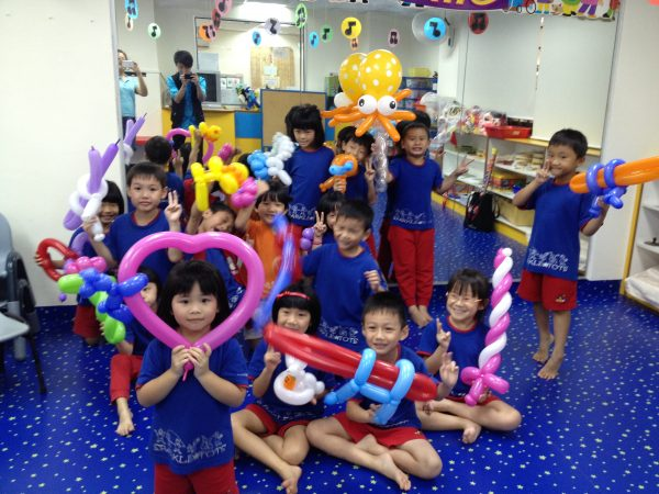 Balloon Sculpting for Birthday Party Singapore scaled