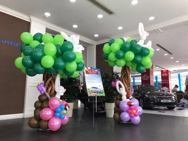 Balloon Tree with Rabbits Column
